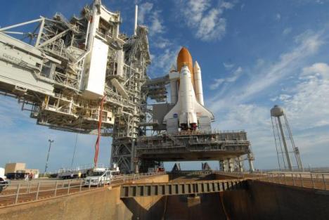space-shuttle-atlantis-ready-for-rollback