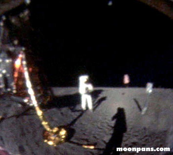 Neil_Armstrong_on_the_moon