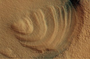 Steeply-Dipping Beds in Arabia Terra (PSP_006674_2230)2