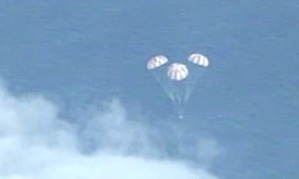 Orion descends before splashing down in the Pacific Ocean